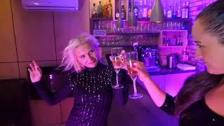 Mayores Becky G. ft. Bad Bunny - videoclip Monika Pyś