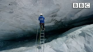 Crossing Everest's deadly slopes | Earth's Natural Wonders: Living on the Edge  - BBC