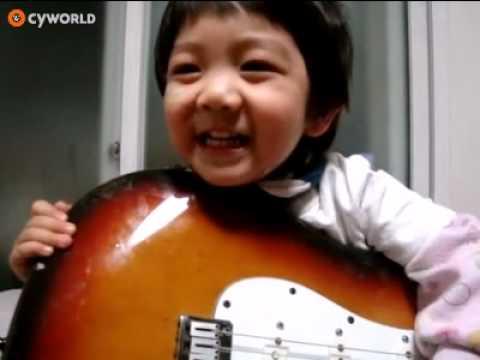 Yoogeun (SHINee Hello Baby) playing guitar and singing