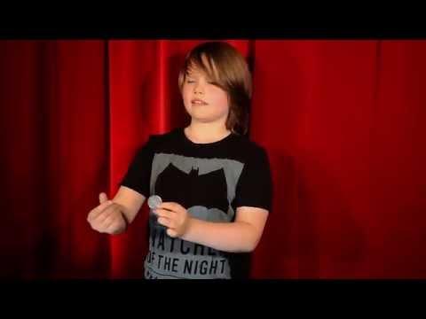 Ова е Мориц Милер, млад и талентиран, германски магионичар