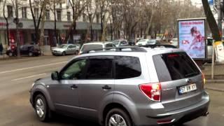 Mașini scumpe, parcate greșit pe bulevardul central