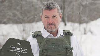 Da bi pokazao kvalitet pancira, vlasnik kompanije dozvolio je da u njega direktno puca iz automatske puške!