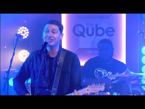Cris Cab - Loves Me Not (live in the Qube)