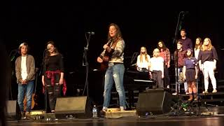 Brandi Carlile, Lucia Flores-Wiseman & Benicio Bryant singing 'Hallelujah'