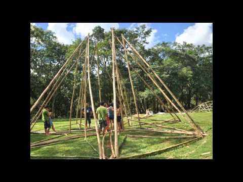 construção em bambu! America estrada do sol.