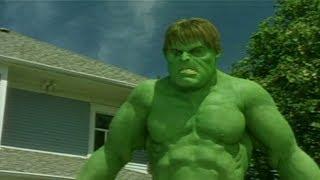 Scary Movie 3 (2003) - Hulk vs Aliens
