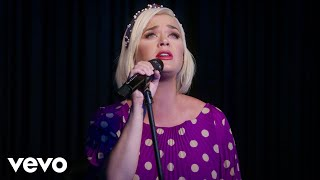 Katy Perry - What Makes A Woman (Acoustic Video)
