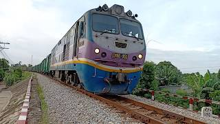 Vietnam freight train - XEM BÁNH XE TÀU LỬA ĐANG CHẠY - D19E-953 kéo tàu hàng vào ga Quảng Ngãi