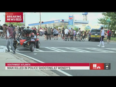 Crowd shuts down intersection near where Rayshard Brooks was shot in Atlanta