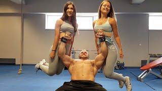Pogledajte kako ovaj tip na benču diže dvije djevojke umjesto tegova! (VIDEO)
