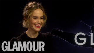 """Sarah Paulson Tells Interviewer To """"Get Your Boob Out"""" In Hilarious Dating Advice"""
