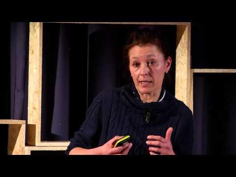 "Si scrive ""scarto"" ma si legge ""tesoro"": Clara Cassinelli at TEDxVerona"