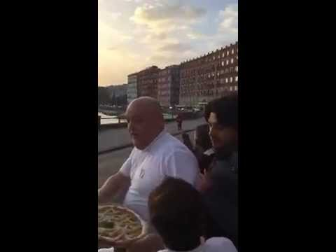Папата Франсис доби пица во Неапол