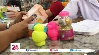 Cốm cho trẻ em nhái thương hiệu bán trong nhà thuốc| VTV24