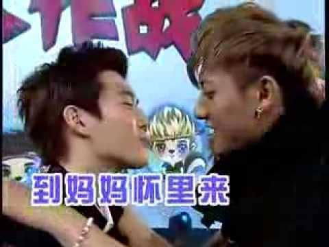 [CUT] 130825 EXO (엑소) - Peppero kissing game China Love Big Concert