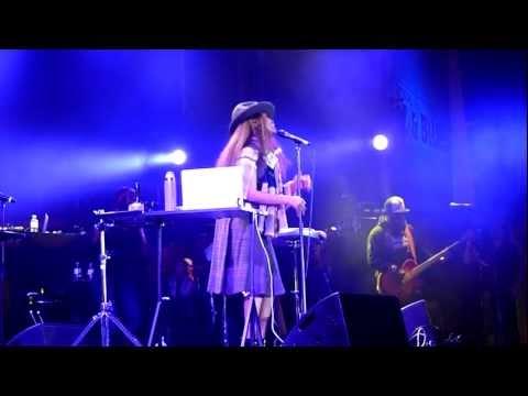 HD - Erykah Badu - Otherside of the game / Me (live) @ Nova Jazz Festival, Wiesen 2011