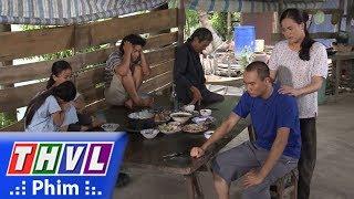 THVL   Con đường hoàn lương - Tập 1[3]: Gia đình Sơn đang ăn bữa cơm đoàn tụ thì giang hồ đến đòi nợ