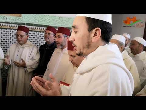 ممثل الحجابة الملكية يسلم هبة لضريح مولاي علي بوغالب بالقصر الكبير