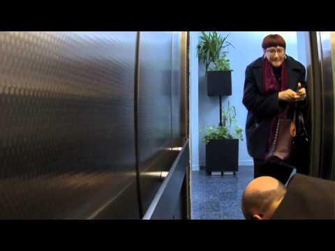 十秒大考验,如果你在电梯遇到这样的事你会怎么做?