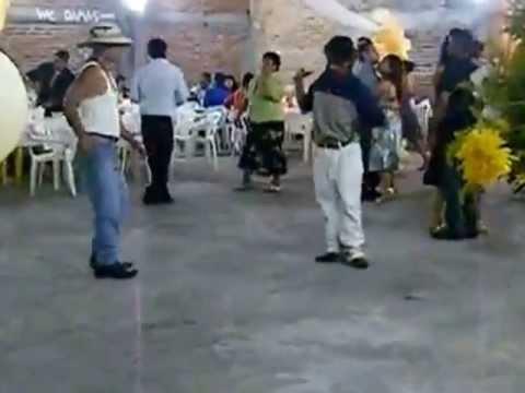 Borrachos Bailando El Pollito Pio
