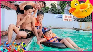 Kids go to Pool Learn Frog swimming! Kids learn Colors Duck Song Children