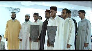 لحظة دخول الطلبة الذين ختموا القرءان على الشيخ السحابي وبالطريقة المغربية