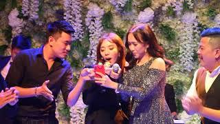 'Giọng hát thảm họa' Thu Trang và Diệu Nhi ngẫu hứng song ca Em gái mưa