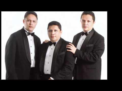 Trio Hermanos Devia interpretando la indiferencia.