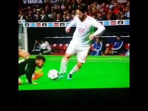 Isco 'chơi đùa', làm nhục hậu vệ Argentina