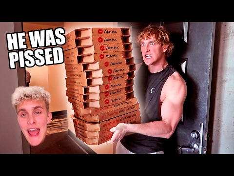 ORDERING GIANT PIZZAS TO MY BROTHERS HOUSE (PRANK WARS)