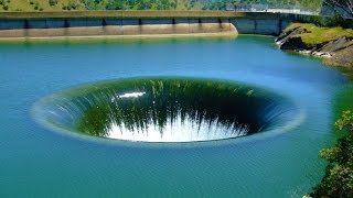 12 Strangest Lakes in the World