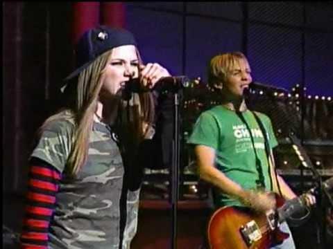Baixar Avril Lavigne - Sk8er Boi (David Letterman 10/02/2002)