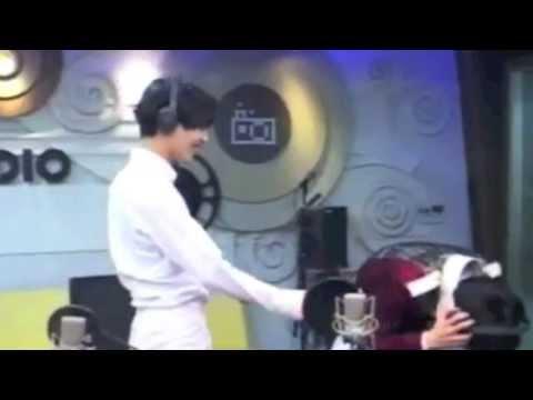 131031 Taemin and Key's hilarious hug scene