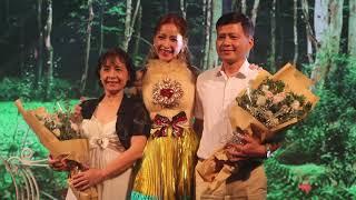 Ba mẹ Chi Pu đến mừng con gái ra mắt MV mới
