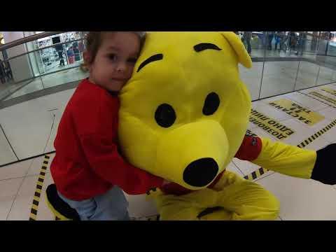 Доза позитива: Ninna Red во маскота си игра со деца, тверка и се радува за пласманот на Македонија на Европско