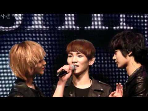 [fancam] 110220 Onew funny face + Taemin incites Minho to stare at Key @ Santafe Special Event