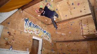 Escalando la pared de casa