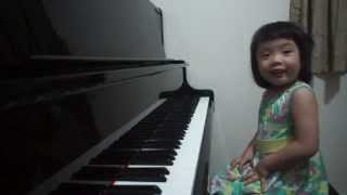 Amazing 3-year-old baby girl plays Grade 5 piano ~ 師承邱世傑