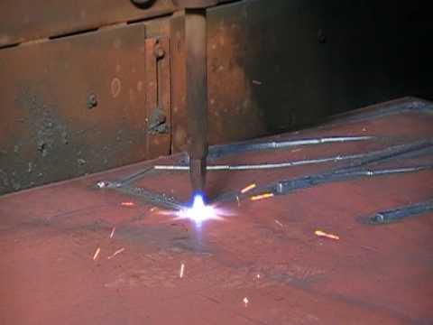 Taglio ossiacetilenico di una lastra di acciaio - MCMmarchetti.com