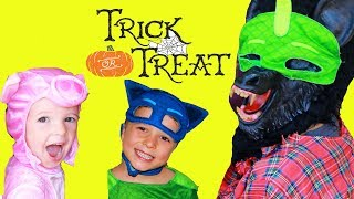 PJ Masks 3 Little Pigs Story with Catboy & Big Wolf Trick or Treat Halloween