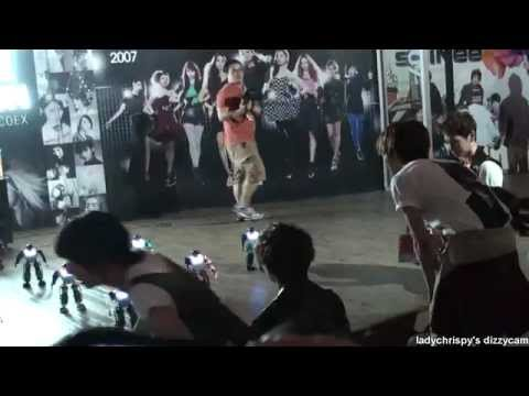 SHINee- Taemin watching robot dance at smart exhibit
