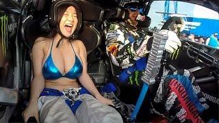 Hot girl bikini ngồi bên cạnh thì đua xe sao được đây