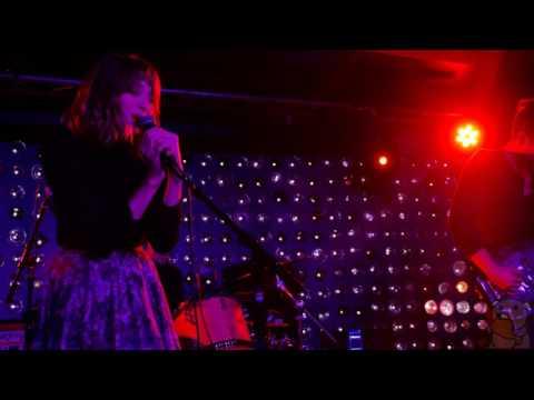 Alexandra Savior - Girlie [4K] (live @ Baby's All Right 5/19/16)