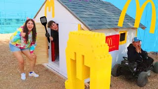 WE MADE A TINY MCDONALDS IN TINY TOWN!
