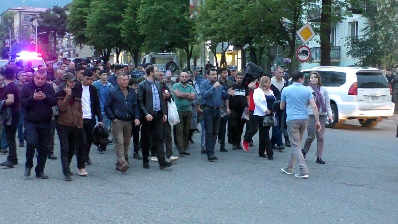 Степанакерт: оппозиция винит коррумпированных чиновников в поражении