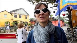 Khách Tây đón năm mới tại Việt Nam