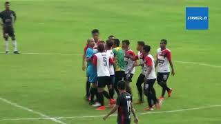 Trận bóng đá như phim chưởng gây 'bão' tại Indonesia