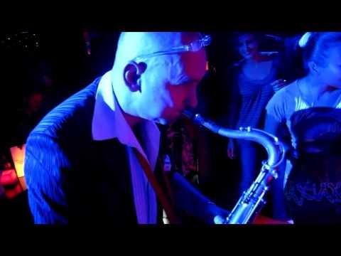 Club Des Belugas & Brenda Boykin - Love Is In Town