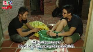 Quang Bảo xúc động sau khi tâm sự đêm khuya cùng người dân Trà Vinh.