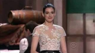 """Anne Hathaway sings """"She's Me Pal"""" to Meryl Streep"""